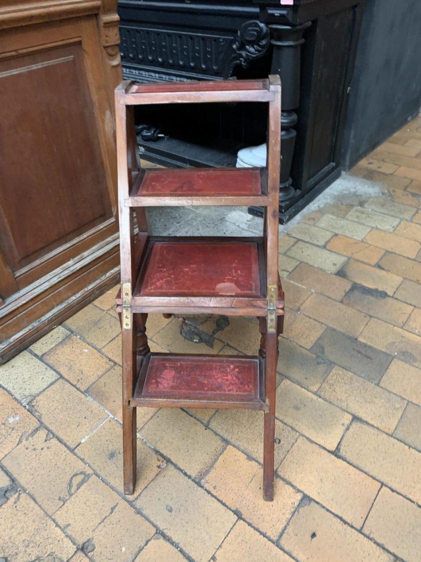 Chaise escabeau dépliée 2