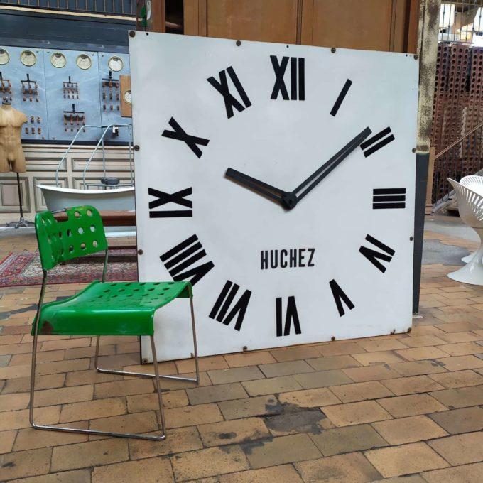 Horloge blanche chiffre romain noir