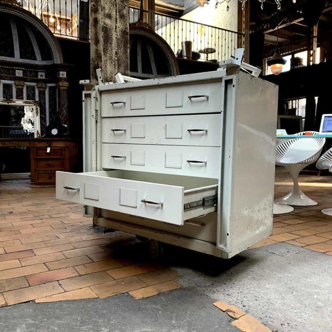 meuble metallique