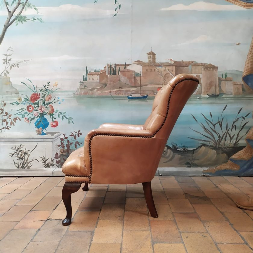 Fauteuil chesterfield chippendale gauche