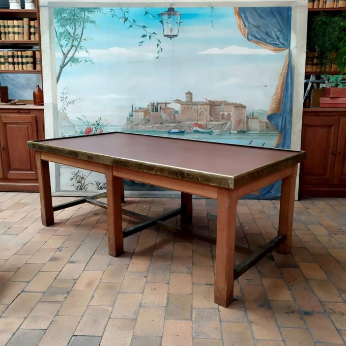 Table de tri de la banque de France, 200x100x76cm.