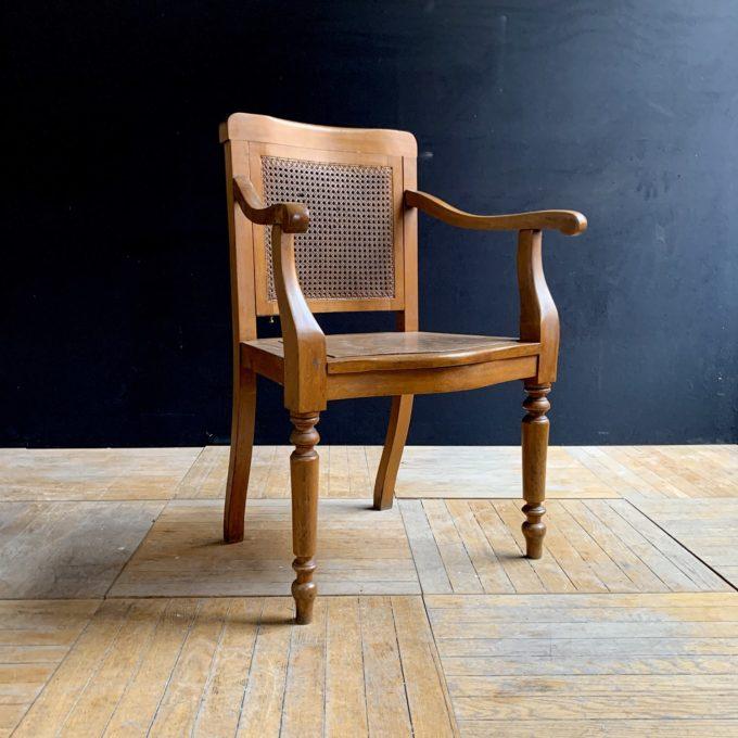 92x62x45cm.