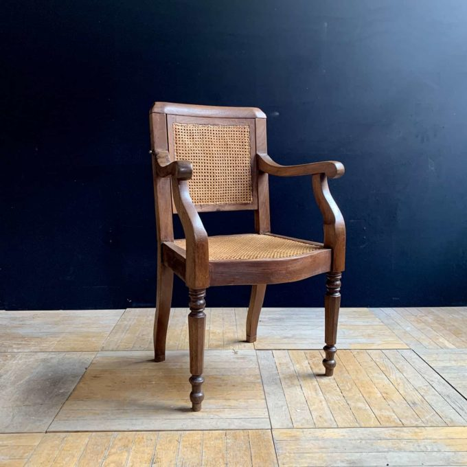 Chaise de barbier ancienne en chêne, 101x58x44cm.
