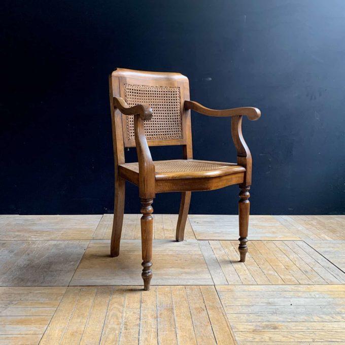 Chaise de barbier ancienne en chêne, 91x58x44cm.