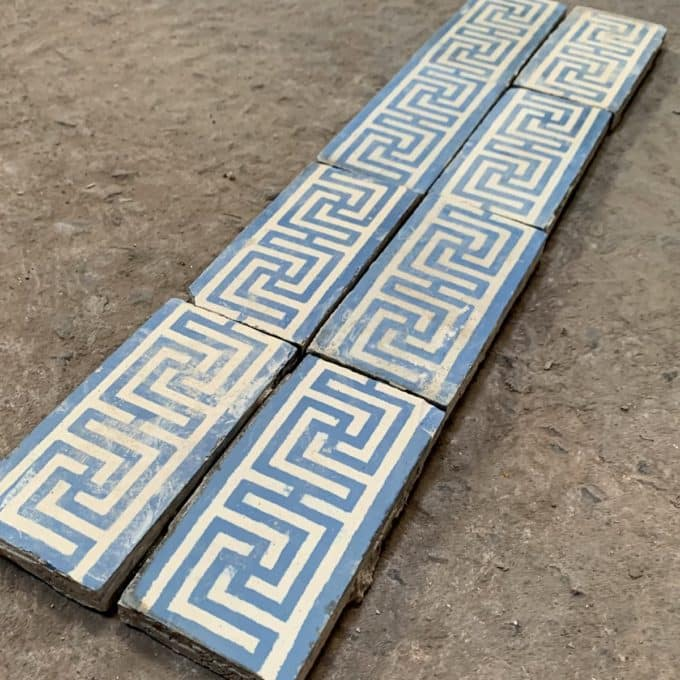 Frise de carreaux de ciment bleue, 7,1x14,2cm.