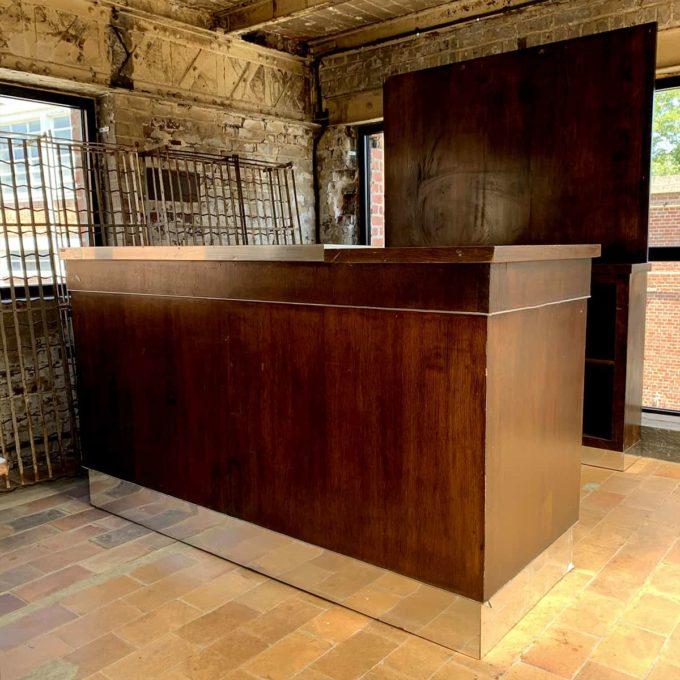Bar ancien avec dessus en zinc et arrière bar