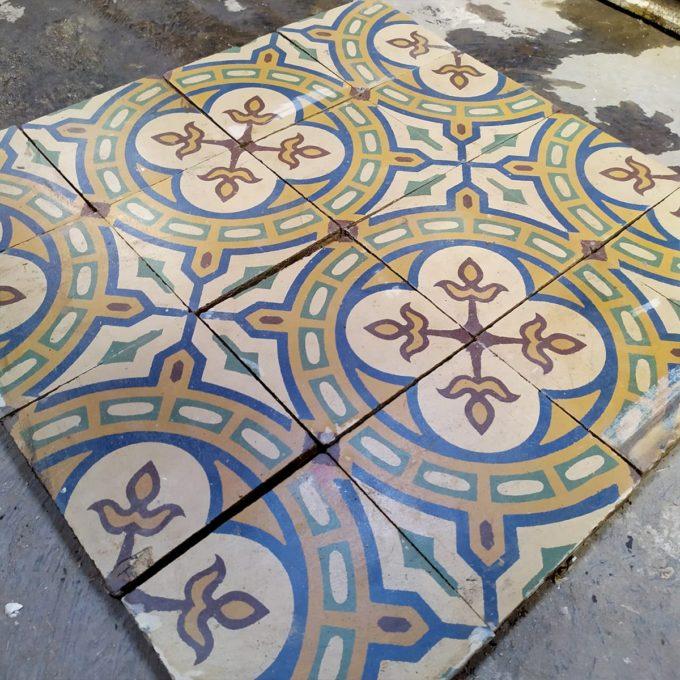 Carreaux de ciment anciens jaune et bleu, 17x17cm.