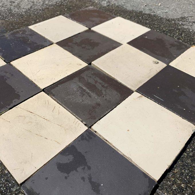 Carreaux de ciment anciens damier noir et blanc, 14x14cm.