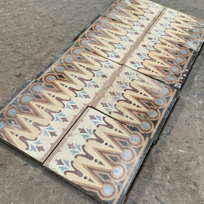 Frise de carreaux de ciment orange et noir, 14.4x14.4cm.