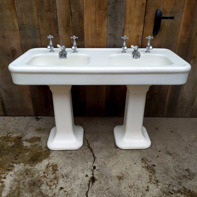 Double vasque ancienne , 128x80x59cm.