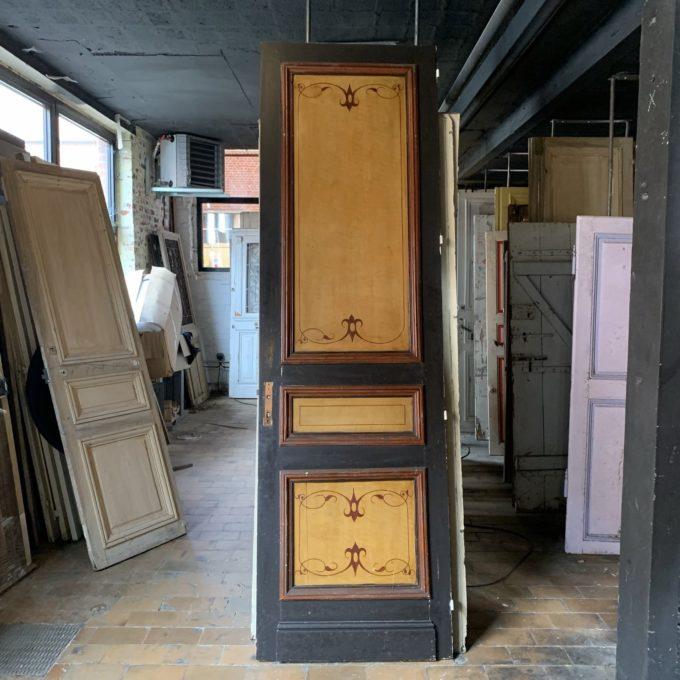 porte haussmannienne avec peinture à la main